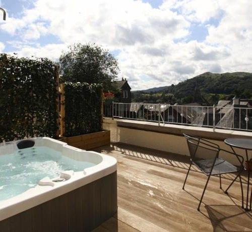 Hot Tub on Balcony Lakeland Room